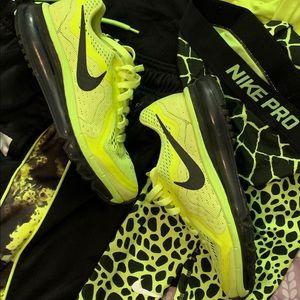 Nike Air Max 2014 NEON VOLT/BLACK GS 4.5 YOUTH